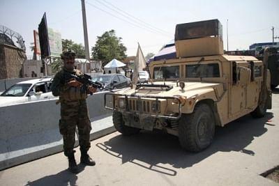 काबुल में पूर्व अफगान सैनिकों और सरकारी कर्मचारियों से बदला ले रहे हैं तालिबान लड़ाके
