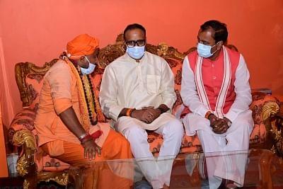 महंत नरेन्द्र गिरि का अंतिम दर्शन कर उपमुख्यमंत्री केशव ने दी श्रद्धांजलि