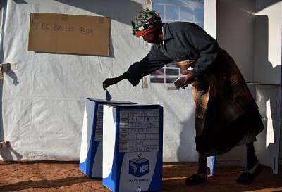दक्षिण अफ्रीकियों ने नगर निगम चुनावों के लिए पंजीकरण करने का अनुरोध किया