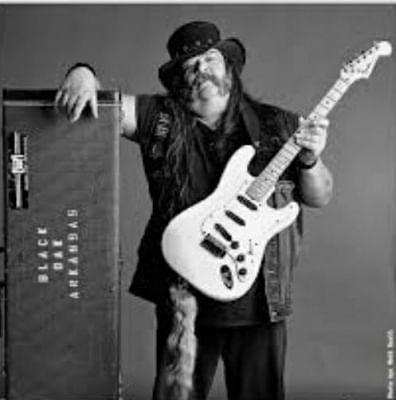 ब्लैक ओक अर्कांसस गिटारवादक रिकी ली रेनॉल्ड्स का 72 वर्ष की उम्र में निधन