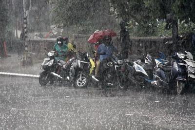 तेलंगाना के सिरसिला शहर में भारी बारिश से बाढ़