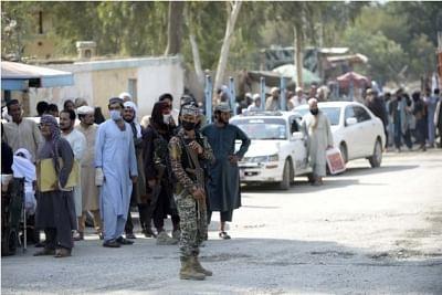 अफगान शरणार्थियों के लिए शिविर नहीं बना रहा पाकिस्तान : पाक मंत्री शेख रशीद