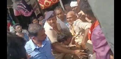बिहार: भीड़ ने संदिग्ध आरोपी की जमकर की पिटाई, बचाने गई पुलिस को भी बनाया बंधक