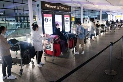 ब्रिटेन ने अंतर्राष्ट्रीय यात्रा को आसान बनाने के लिए ट्रैफिक लाइट सिस्टम को खत्म किया