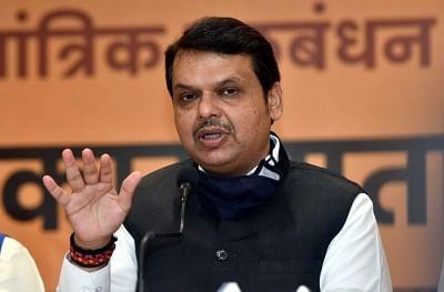विधायकों, पदाधिकारियों से मिलने गोवा पहुंचे फडणवीस
