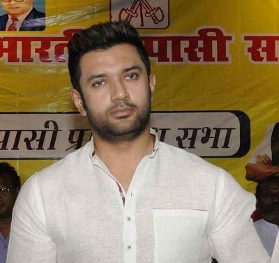 बिहार: चिराग के उपचुनाव में प्रत्याशी उतारने की घोषणा, असली लोजपा का होगा फैसला!