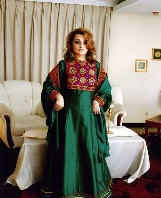 अफगान महिलाओं ने रंगीन कपड़ों में तस्वीरें शेयर कर तालिबान के हिजाब फरमान का किया विरोध