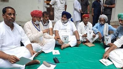 दिल्ली में अकाली दल का प्रदर्शन समाप्त, पूर्व केंद्रीय मंत्री हरसिमरत कौर को हिरासत के बाद रिहा किया गया
