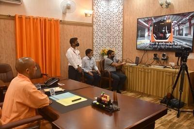 मुख्यमंत्री ने किया कानपुर और आगरा मेट्रो की प्रथम प्रोटोटाइप ट्रेन का वर्चुअल अनावरण