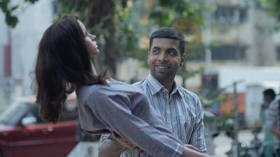अभिषेक बनर्जी ने पुतले के साथ साझा किया अभिनय का अनुभव