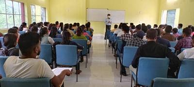 झारखंड: आईएएस अधिकारी की मदद से नक्सल प्रभावित लातेहार के छात्र अब बनेंगे प्रशासनिक अधिकारी