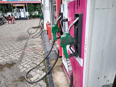 वैश्विक कच्चे तेल की दरों में वृद्धि के बावजूद ओएमसी ने पेट्रोल, डीजल की कीमतों में नहीं किया संशोधन