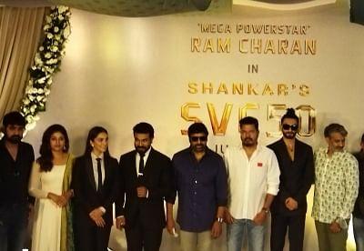 राम चरण, कियारा आडवाणी की अगली फिल्म के लॉन्च के लिए हैदराबाद में रणवीर
