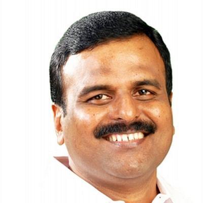 कांग्रेस को एक और झटका, कांग्रेस नेता अनिल माकपा में हुए शामिल