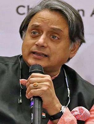 थरूर ने कांग्रेस में तत्काल नेतृत्व बदलने की मांग की