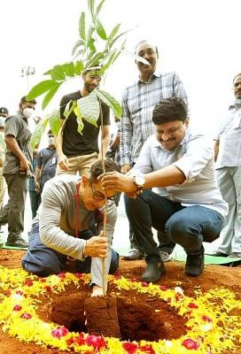 आमिर खान ने ग्रीन इंडिया चैलेंज में भाग लिया