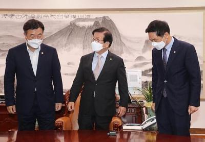 विवादास्पद साउथ कोरियाई मीडिया विधेयक पर तनातनी