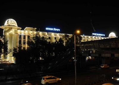 आईटी विभाग ने दिल्ली, पंजाब और पश्चिम बंगाल में व्यावसायिक घरानों की तलाशी ली