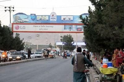 काबुल में अमेरिकी निकासी के बाद एयरपोर्ट पर उतरा पहला विमान
