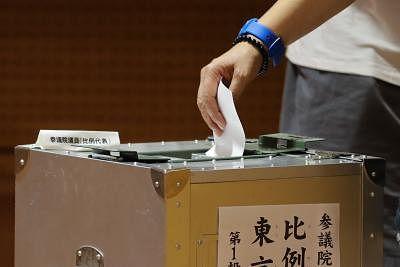 जापान की सत्ताधारी पार्टी के नेतृत्व की दौड़ के लिए प्रचार अभियान शुरू