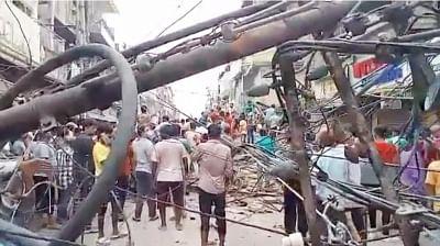 दिल्ली में गिरी इमारत, किसी के हताहत होने की खबर नहीं