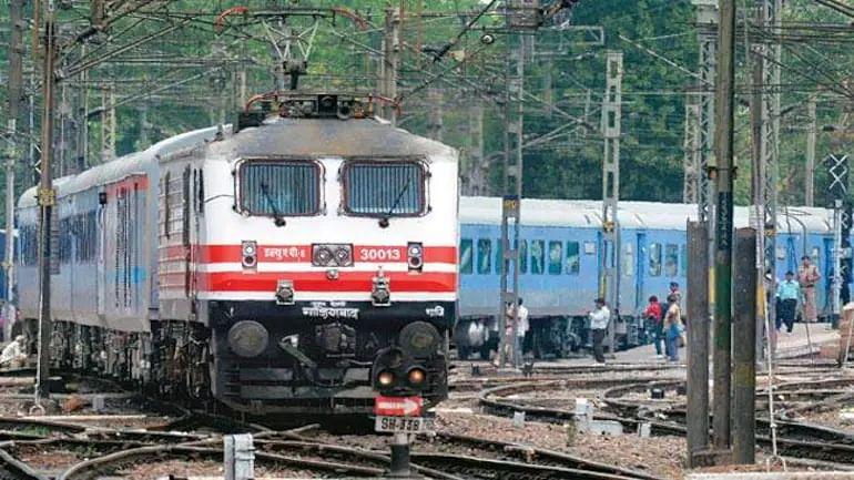 10वीं पास के लिए रेलवे में भर्ती का सुनहरा मौका, बिना पेपर मिलेगी जॉब