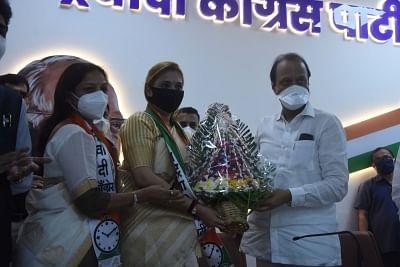 अजीत पवार ने राकांपा में शीर्ष मराठी गायक का पार्टी में किया स्वागत