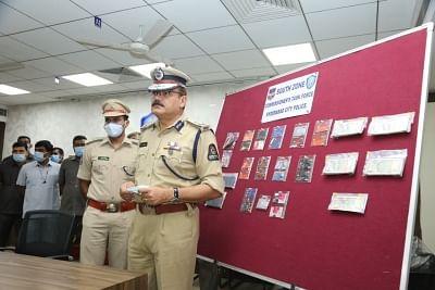 हैदराबाद में एटीएम से धोखाधड़ी कर बैंकों से ठगी करने वाले गिरोह का भंडाफोड़