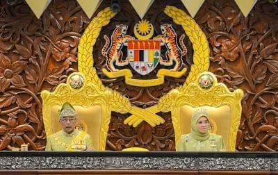 नए राजनीतिक गंठजोड़ के बीच मलेशियाई संसद बुलाई गई