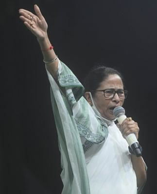 भवानीपुर में भारी जीत की ओर बढ़ रही हैं ममता बनर्जी