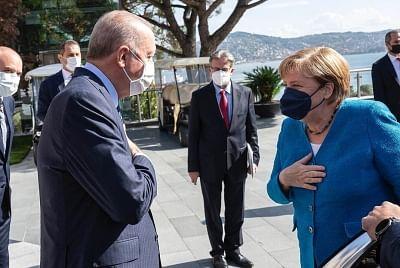 मर्केल ने इस्तांबुल में एर्दोगन के साथ फेयरवेल बैठक की