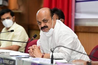 कर्नाटक के मुख्यमंत्री ने ईंधन पर टैक्स कम करने का दिया संकेत