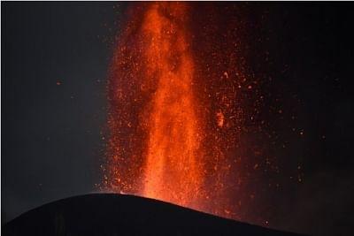 स्पेनिश द्वीप पर ज्वालामुखी विस्फोट के बीच 300 और निवासियों को निकाला गया