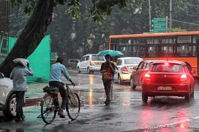 दिल्ली-एनसीआर के कुछ हिस्सों में बारिश हुई