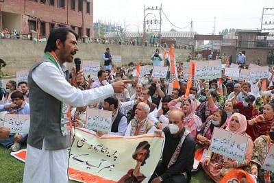 प्रियंका की गिरफ्तारी के खिलाफ कांग्रेस का श्रीनगर में प्रदर्शन