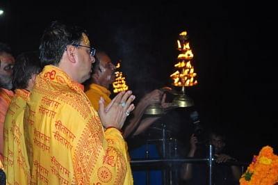 उत्तराखंड के मुख्यमंत्री पुष्कर धामी पहुंचे अयोध्या, किए रामलला और हनुमानगढ़ी के दर्शन (लीड-1)