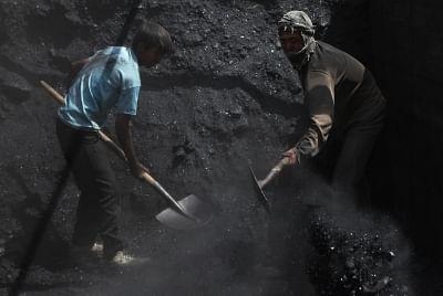 बिजली संकट : सरकार संयंत्रों के लिए कोयला भंडारण नियमों में संशोधन पर कर रही विचार