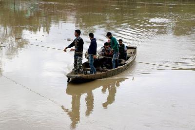 भवानी नदी के किनारे दी गई बाढ़ की चेतावनी