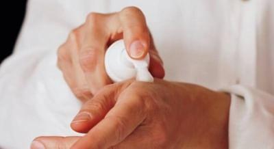 यूरोप में लगभग हर 2 में से 1 व्यक्ति को है त्वचा की समस्या: अध्ययन