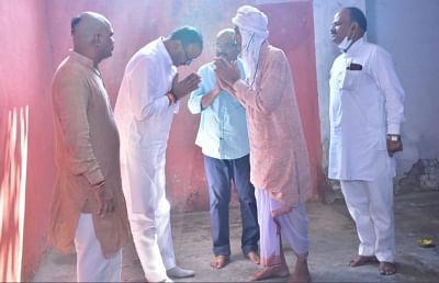 यूपी: लखीमपुर खीरी में मृत भाजपा कार्यकर्ताओं के परिवारों से मिले मंत्री ब्रजेश पाठक
