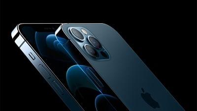 एप्पल ने चीन में बिना चार्जर के आईफोन बेचने पर दायर किया मुकदमा : रिपोर्ट