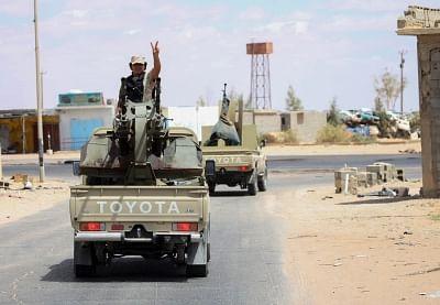 लीबिया में सामूहिक कब्रों से 25 शव बरामद
