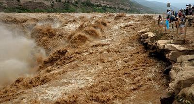 चीन के शेनजी में भारी बारिश से करीब 55,000 लोगों को निकाला गया