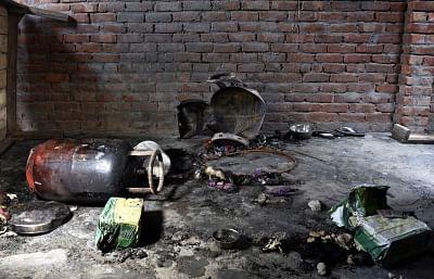 दिल्ली : सिलेंडर फटने से महिला की मौत, 4 बच्चे घायल