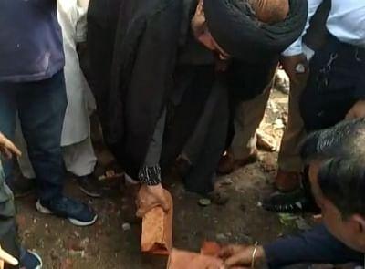 कश्मीर कब्रिस्तान में बुलडोजर चलाने की कोशिशों से यूपी के शिया समुदाय के लोग खफा