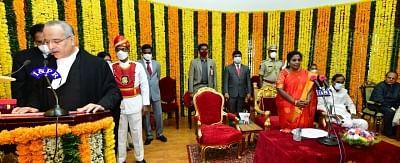 न्यायमूर्ति सतीश चंद्र शर्मा ने तेलंगाना उच्च न्यायालय के मुख्य न्यायाधीश के रूप में शपथ ली