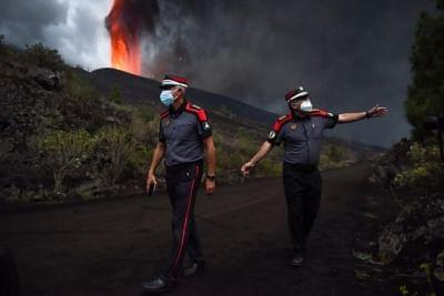 स्पेन के प्रधानमंत्री ने ज्वालामुखी प्रभावित द्वीप के लिए सहायता का संकल्प लिया