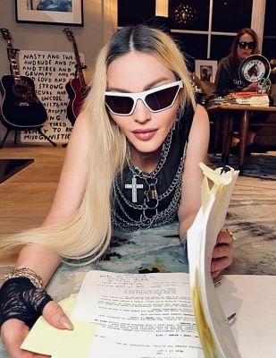 मैडोना ने बायोपिक के लिए पटकथा लेखन पूरा किया