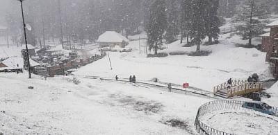 जम्मू-कश्मीर के ऊंचाई वाले इलाकों में लद्दाख में मौसम की पहली बर्फबारी