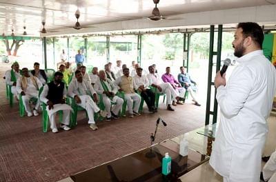 बिहार : राजद विधायकों की बैठक में उपचुनाव को लेकर बनी रणनीति, तेजस्वी का एकजुटता पर जोर